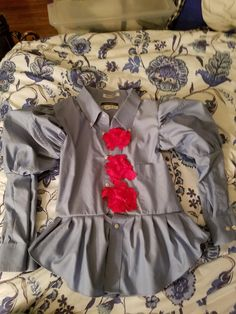 I reworked a Mens dress shirt into a Penny wise costume for 9 yr old. Pennywise Costume For Kids, Boys Clown Costume, Diy Costumes For Boys, Halloween Clown, Easy Diy Costumes, Family Halloween Costumes, Boy Costumes, Halloween Costumes For Kids, Halloween 2020