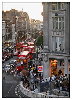 London, Oxford Circus and those adorable double decker buses! England Ireland, England And Scotland, England Uk, Oxford Street London, London City, Streets Of London, Beautiful London, Beautiful Places, Places To Travel