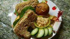 Speed Bento -- quick lunch ideas -- Hummus, avocado, sundried tomato, tempeh sandwich -- Vegan cute lunches
