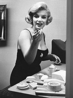 MARILYN MONROE SURPRISED AT MAKEUP TABLE - love the candid shot!