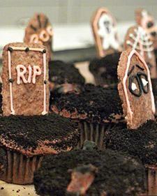 Tombstone Cupcakes #Recipe #Cupcakes #Treat #Halloween