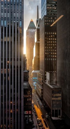 New York Sunset-The buildings cast long shadows with slits if light at sunset in the city. City Aesthetic, Travel Aesthetic, Photographie New York, New York Sunset, City Sunset, New York City, Cap Vert, New York Photography, Photography Lighting