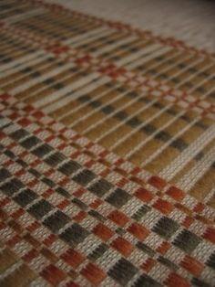 crisp and wonderful monk's belt Woven Rug, Woven Fabric, Loom Weaving, Hand Weaving, Sampler Quilts, Weaving Projects, Weaving Patterns, Weaving Techniques, Textile Art