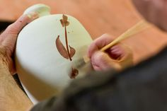 It can be difficult to spot how different marks on a pot have been achieved. Here's our short guide to ceramic decoration to get you started. Ceramic Tools, Ceramic Decor, Ceramic Artists, Ceramic Painting, Ceramic Pottery, Glazing Techniques, Ceramic Techniques, Pottery Techniques, Types Of Ceramics