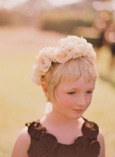 This is adorable.totally into flower girl wreaths. Flower Girls, Flower Girl Wreaths, Flower Girl Dresses, Diy Wedding Flowers, Wedding Veils, Floral Wedding, Wedding Dress, Mother Of The Groom Hats, Groom Looks