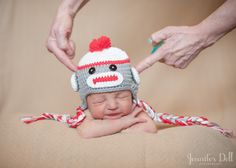 a newborn photography safety lesson from jennifer dell :: great read for do's and don'ts of newborn photography