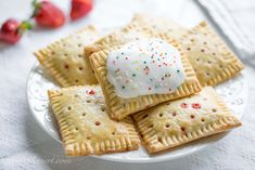 Homemade Strawberry Pop-Tarts Homemade hand pies - a flaky pastry filled with homemade strawberry jam or any of your favorite pie filling - Homemade Strawberry PopTarts Strawberry Pop Tart, Homemade Strawberry Jam, Strawberry Recipes, Strawberry Cookies, Buttery Flaky Crust, Flaky Pastry, Hand Pies, Pop Tarts, Most Delicious Recipe
