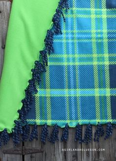 Everything you ever wanted to know about making fleece blankets! 2019 fringe blanket with yarn detail The post Everything you ever wanted to know about making fleece blankets! 2019 appeared first on Blanket Diy. Weighted Blanket Tutorial, Fleece Blanket Edging, Weighted Blanket For Kids, Fleece Tie Blankets, No Sew Blankets, Flannel Blanket, Blanket Gifts, Lap Blanket, Throw Blankets