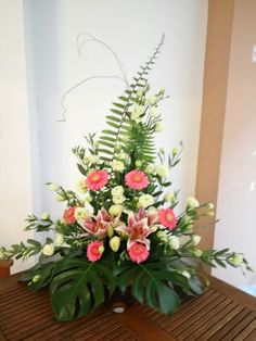 Love the greenery and basic shape, not crazy about the circular placement of the coral flowers Basket Flower Arrangements, Creative Flower Arrangements, Altar Flowers, Funeral Flower Arrangements, Ikebana Flower Arrangement, Church Flowers, Funeral Flowers, Floral Arrangements, Sympathy Flowers