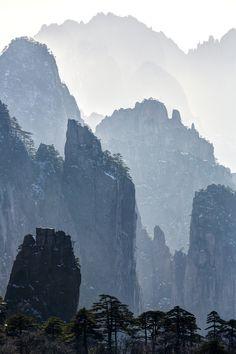 Huangshan Mountainscape by Chaluntorn Preeyasombat