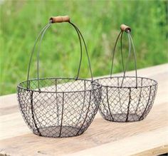 Round Wire Gathering Baskets: Set of 2---www.gershwinandgertie.com