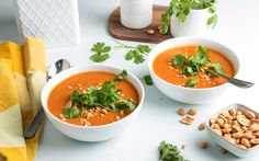 Fem oppskrifter du aldri har brukt peanøttsmør i Vegetarian Dinners, Main Meals, Thai Red Curry, Food Porn, Food And Drink, Soup, Ethnic Recipes, Mat, Vegan Dinners