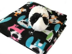 Dogs fleece cage liner, guinea pig fleece cage liner, fleece pet bedding, waterproof bedding, bedding for guinea pigs.  Order now 👉 http://etsy.me/2kNSeKM #createdbylaura #guineapig #pets #cage #liner #products #sales