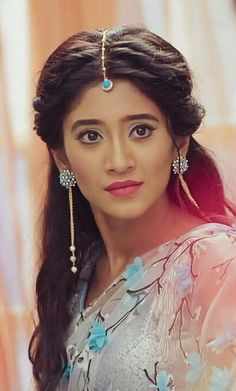 palat...  @shivangijoshi18 Hairstyles For Gowns, Celebrity Hairstyles, Braided Hairstyles, Shivangi Joshi Instagram, Tashan E Ishq, Antique Jewellery Designs, Stylish Dress Designs, Bridal Hairdo, Girly Pictures