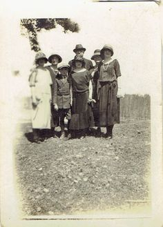 Nannie, Lucy, Frankie, Vera Kees with Fate and Shelby Kees (Daunton?)