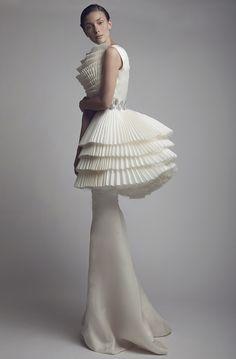 Sculptural Fashion - white haute couture dress with tiered pleats // Ashi Studio 3d Fashion, Fashion Details, Couture Fashion, Editorial Fashion, High Fashion, Fashion Show, Fashion Design, Coral Fashion, Fashion Spring