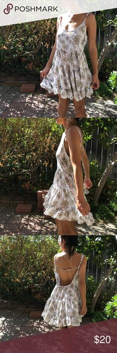 Brandy Melville Loose Babydoll Dress Brand Brandy Melville, States ONE SIZE, such a cute laid back look, can be dressed up or down, love the floral print to it! Spaghetti straps that can adjust, low back. Brandy Melville Dresses