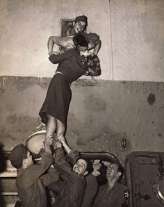 19 Kisses Captured At The Perfect Moment: Marlene Dietrich kisses a GI as he arrives home from World War II in this is just a heart warming beautiful photo. Marlene Dietrich, Vintage Photography, White Photography, Romantic Photography, Classic Photography, Photography Flowers, Landscape Photography, One Last Kiss, Best Kisses