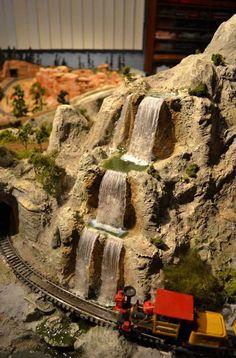 Watervallen als aanvulling op een modelspoorbaan