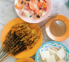Sate and signature ABC at Kedai Kopi Sate Tradisi alongside Lebuh Tiga Sandakan Town. One of the best in Sandakan. Good to introduce this local shop as part of food tour for them to experience local sate and ABC with @thetablelesstraveled
