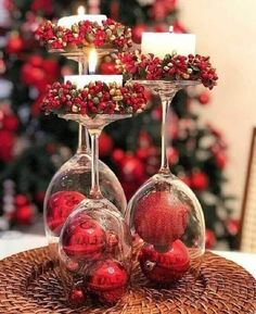 Rose Gold Christmas Decorations, Christmas Table Settings, Easy Christmas Crafts, Xmas Decorations, Simple Christmas, Christmas Candles, Christmas Table Centerpieces, Elegant Christmas, Christmas Balls
