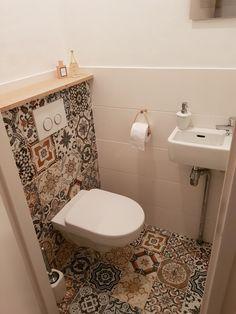 Small Toilet Decor, Small Toilet Room, Tiny House Bathroom, Large Bathrooms, Restroom Design, Bathroom Interior Design, Lavabo Vintage, Wc Decoration, Small Bathroom Layout