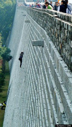 Woman Climbs 70' Wall to Avoid Paying Admission, Nanjing, China via huffingtonpost: 2 others broke their legs and 3 had to be rescued when they attempted to suit. #huffingtonpost >> Pure craziness...