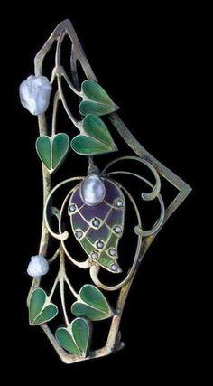 Jugendstil Brooch. Gilded silver, plique-à-jour, pearl.