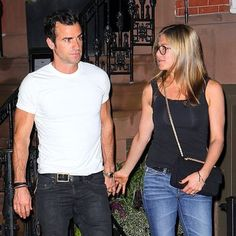 Jennifer Aniston Shows Off Her Brand-New Wedding Ring?Come See! Jen And Justin, Blake And Ryan, Nancy Dow, Jennifer Aniston Pictures, Jennifer Aniston Style, Justin Theroux, Rachel Green, Jennifer Aniston Wedding Ring, Brad Pitt