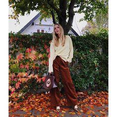 🍁🍂🍁 Facon, Fashion 2017, Corduroy, Autumn Winter Fashion, Style Icons, Parachute Pants, What To Wear, Harem Pants, Street Style