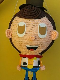Un pequeño y tierno comisario Woody... y prepárense para las sorpresas del dia del niño.