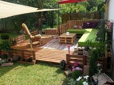 23 Small Backyard Ideas How to Make Them Look Spacious and Cozy - Interior Design Ideas & Home Decorating Inspiration - moercar Pallet Porch, Outdoor Pallet Bar, Pallet Home Decor, Diy Pallet Sofa, Diy Pallet Projects, Outdoor Decor, Pallet Ideas, Outdoor Furniture, Pallet Fire Pit