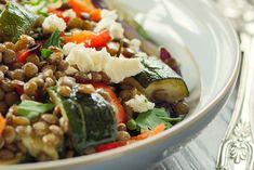 Linsesalat med squash og feta Food 52, Lchf, Cobb Salad, Feta, Squash, Food And Drink, Health, Ethnic Recipes, Fat Burner