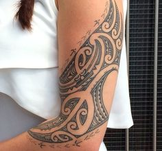 Check which tattoo suits you best. Polynesian Designs, Polynesian Art, Maori Tattoo Designs, Polynesian Tattoos, Body Art Tattoos, Tribal Tattoos, Girl Tattoos, Tattoos For Women, Maori Tattoos