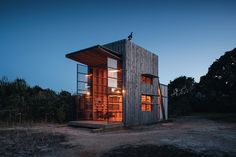 This must be the place http://bit.ly/TF_BeachHutPhoto by Jackie Meiring  cc @elloarchitecture @ellodesign #cabinporn
