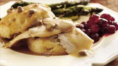 Here's a surefire recipe for gravy that calls for turkey giblets.
