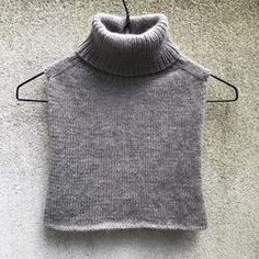 Karl Johan Collar - English – knittingforolive.com Knit Vest Pattern, Crochet Doll Pattern, Collar Pattern, Knit Crochet, Knitting Projects, Knitting Patterns, Knit Fashion, Clothing Patterns, Knitwear