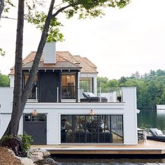 Lake house dreams!! Also our weekend sales picks are up on Beckiowens.com!  @muskokalivinginteriors