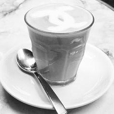Coffee break, chanel logo