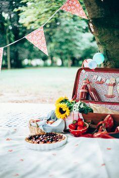 DIY - Transform an old suitcase into a vintage picnic basket