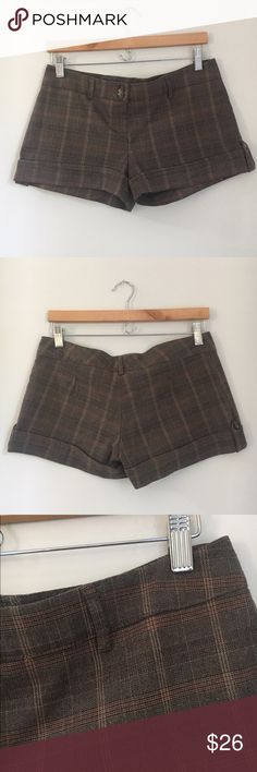 Urban Behavior Brown Plaid Shorts Size Medium Gorgeous classic brown Plaid cuffed Shorts Size Medium. Great for casual summer outfits or even other seasons over tights. Excellent used condition. Urban Behavior Shorts