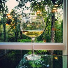 From the vine to the table. White Wine, Vines, Alcoholic Drinks, Outdoors, Peace, Glass, Nature, Table, Naturaleza
