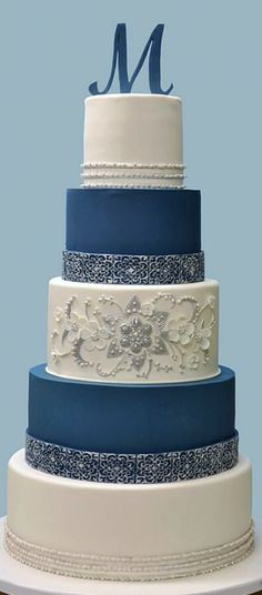 Wedding Cake in blue and white #weddingcakes