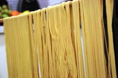 A little party at home with food? Pasta Sin Gluten, Pasta Casera, Bamboo Cutting Board, Food Print, 3d Printing, Gluten Free, Kitchen, Party, Skinny Recipes