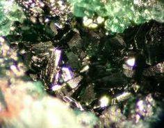 Paratacamite.Colour:Green to greenish-black.Co-type Localities:Generosa Mine, Caracoles, Sierra Gorda District, Antofagasta Province, Antofagasta Region, Chile. Herminia Mine, Caracoles, Sierra Gorda District, Antofagasta Province, Antofagasta Region, Chile.