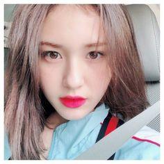 Somi ❤️ Kpop Girl Groups, Korean Girl Groups, Kpop Girls, Jeon Somi, Korean Couple, One Hair, Cool Girl, Idol, Pretty