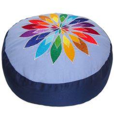 Meditationskissen + Yogakissen YogiStick® Flower blue ø 33 cm Bezug + Inlett 100% Baumwolle, ca. 33 cm x 17 cm , Füllung: Dinkelspelzen kbA, aufwändige Stickerei