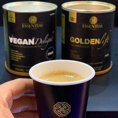 """Da série """"melhores combinações da vida"""", anota aí essa dica para turbinar o seu café: Vegan Delight + Golden Lift + café = amor! 💛☕️ #VeganDelight #GoldenLift #cafe #EssentialNutrition Philz Coffee, Golden Milk, Coffee Cups, Tableware, Vegan Milk, Amor, Meals, Life, Coffee Mugs"""