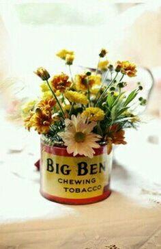 Bakky tin vase