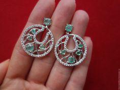 """Купить """"Чаровница""""-дивные серебряные серьги с натуральными изумрудами - зеленый, серьги с изумрудами, серебряные серьги"""